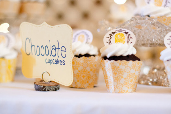 DIY Handmade Barn Wedding Cupcake