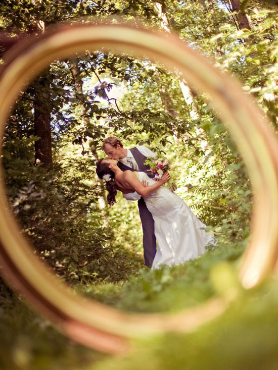unique wedding photo ideas, mirror prop wedding photo shoot