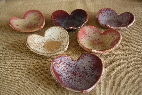 Cute little handmade ceramic jewelry bowls that would make great gifts for bridemaids