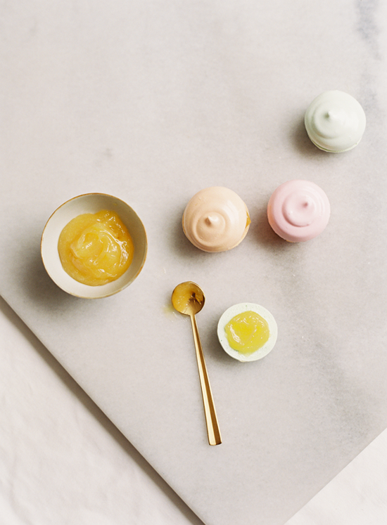 Want to create your own beautiful dessert favors? Here's the perfect recipe! These cute meringue sandwiches are colorful and deliciously sweet!