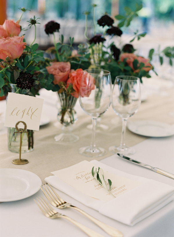 Starting the new year off with this beautiful tablescape that keeps it simple and clean but elegant with a touch of gold lettering. This would be perfect for any dinner parties, wedding receptions, or bridal showers! Love.