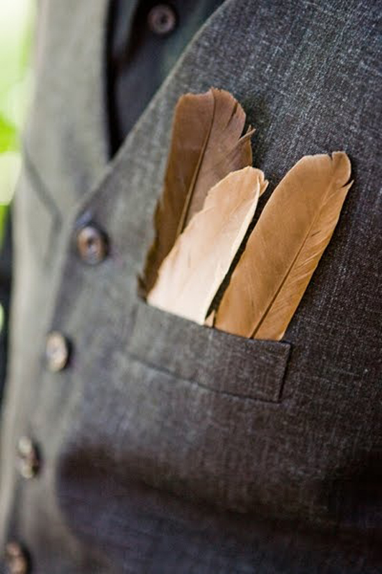 Oh my heart be still! Loving this handsome boutonniere. Brown feathers tucked into the groom's pocket - romantic! This would look so nice all tucked in a row in the groomsmens' pockets... handsome!