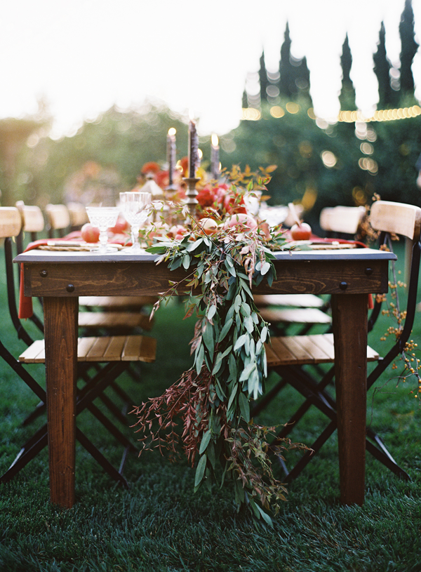Love! Run your tables with long strands of olive branches that hang over and ends in an organic manner! Beautiful and romantic, and great for any wedding or special event. Olive-me-some-olive, do you?