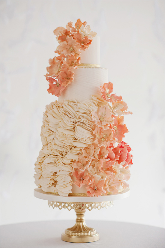 Inspiration Monday! Isn't this cake amazing? A true work of art! You cannot deny the amount of love and hard work that went into this beautiful cake... love!