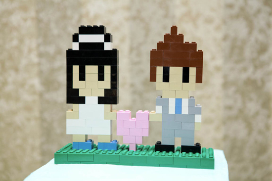DIY Challenge: 8-Bit Lego Cake Topper // How cute is this 8-bit lego cake topper? There's no step-by-step, but looking at the photo, it's fairly easy to see how it was made! Challenge accepted? This cake topper would be so adorable - and how fun to try to recreate yourself and your love in an 8-bit lego form!  If anyone creates one of these, we'd sure love it if you shared with us! Good luck!