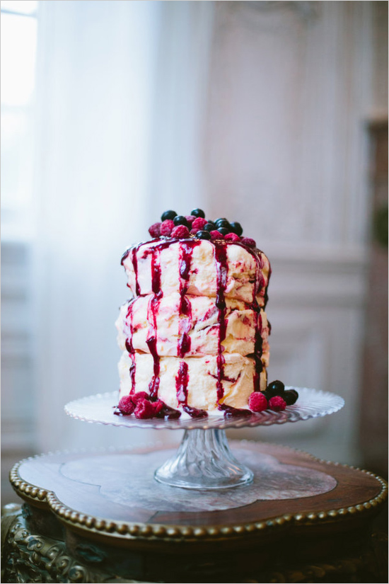 Inspiration: Berry 3 Tier Ice Cream Cake // Who says your wedding cake has to be cake at all? This beautiful three tier ice cream cake is just dreamy. The drizzles on the side just finishes the look. This would be amazing for a purple or red themed setting, and would look gorgeous at a woodlands wedding! Pretty please, with berries on top!