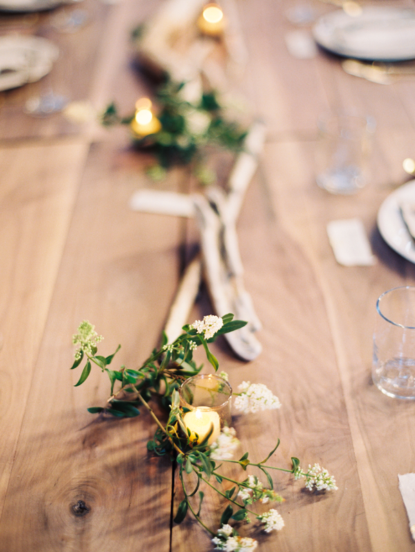 Inspiration: Barn Table Decor // How romantic is this table setting? There are so many pretty ways to set up your tables at a barn/rustic wedding! Personal favorites are simple garlands with candles - this photo shows you why!