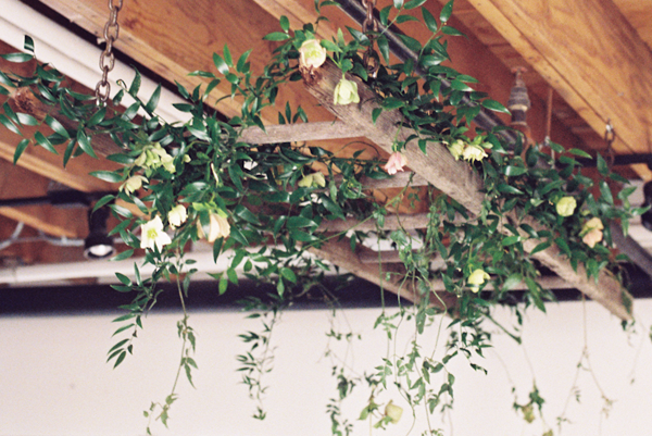 wedding-diy-spring-tutorial-garland-ladder-02