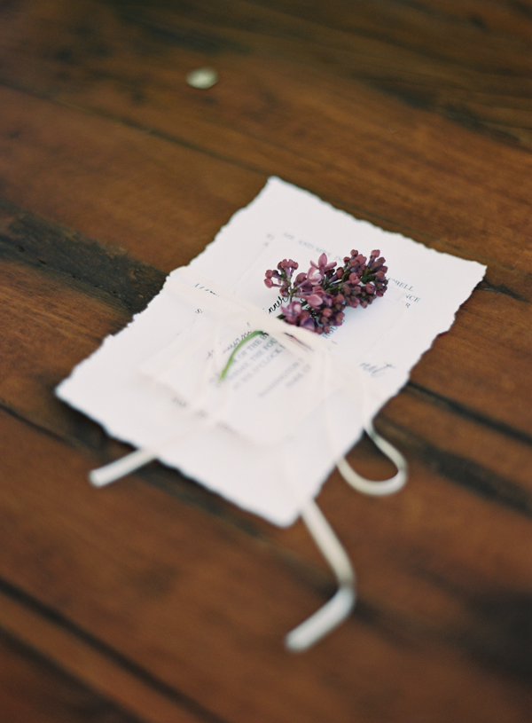 Inspiration: Lilac // In love with the lilac tied onto the paper with a ribbon! Wildflowers make me swoon. How romantic is the gorgeous purple color?