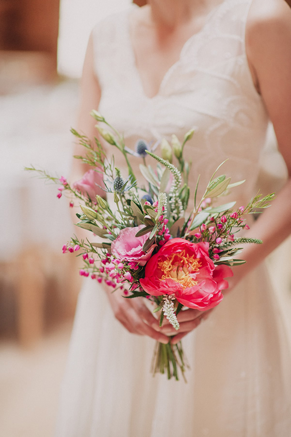 wedding-inspiration-photo-bride-bouquet-bright-colors