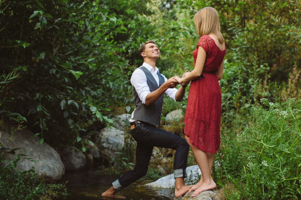 Natural Minimalistic Engagement Photo Session